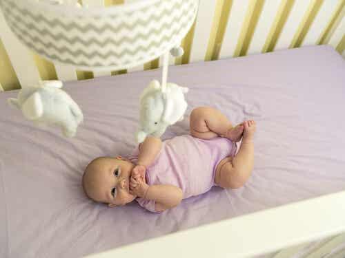 Tercer mes de vida del bebé: desarrollo del movimiento y los sentidos