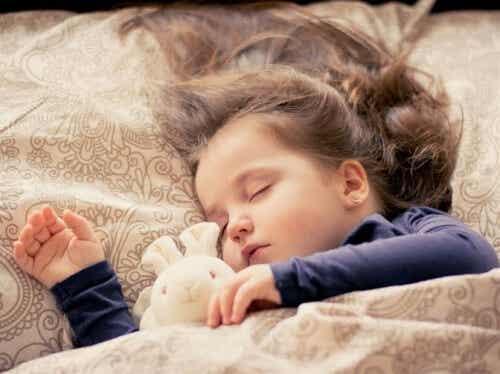 Consejos para que tu hijo comience a dormir solo