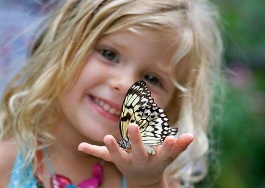 Los niños son como mariposas en el cielo