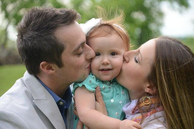 ¿Cuál será la primera palabra de mi bebé, papá o mamá?