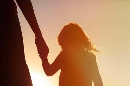 Una mente llena de recuerdos es el camino hacia la felicidad de tu hijo