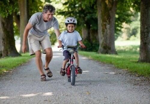 Cómo desarrollar las habilidades motrices gruesas en los niños