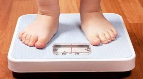 Uno de los niños obesos