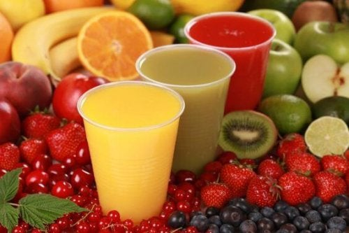 Riesgos de dar demasiado zumo de frutas a los niños