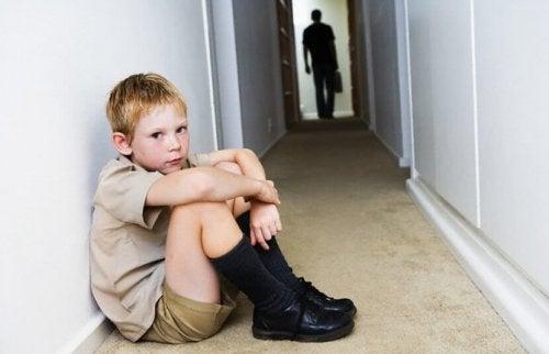 La separación de los padres suele ser un desencadenante de ansiedad para los niños.