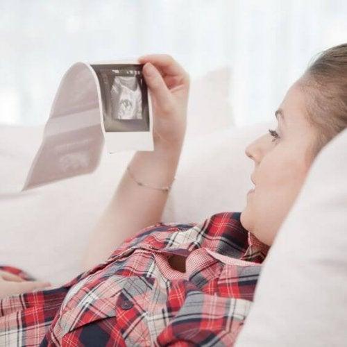 Diseñan dispositivo simulador del embarazo