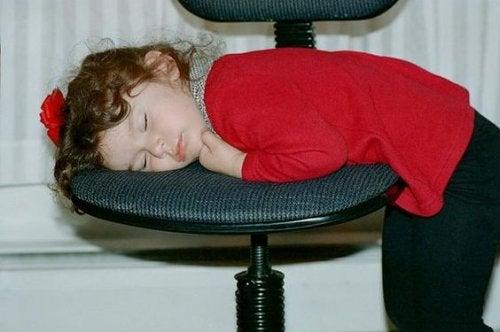 Consecuencias de acostar tarde a los niños