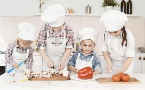 Cómo divertirnos todos en la cocina