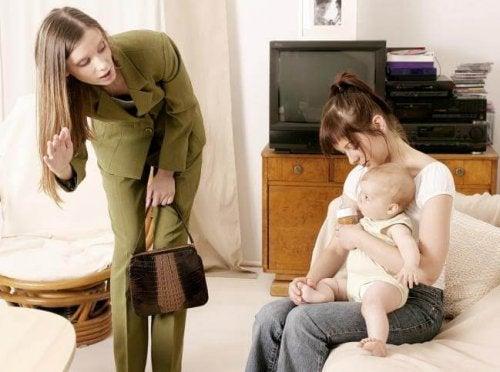 Cómo vencer el sentimiento de culpabilidad por dejarlo con la niñera