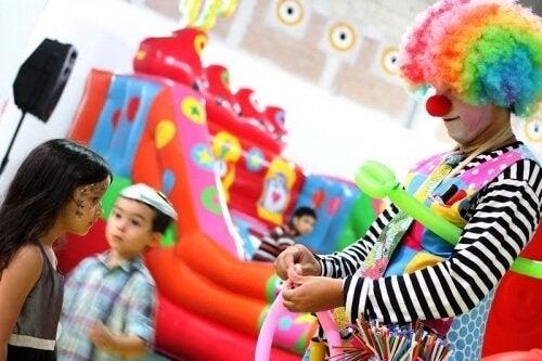 Cómo celebrar fabulosos cumpleaños infantiles de bajo costo