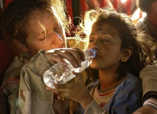 humanitarian-aid-939723_960_720