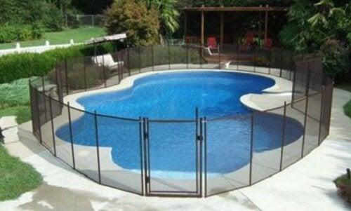 mantener la seguridad de tus hijos en la piscina