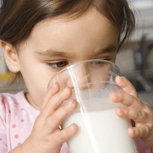 ¿Cómo saber si tu hijo tiene alergia a una comida?