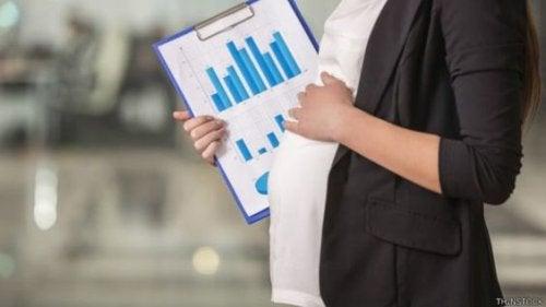 Caída en natalidad permite financiar permisos de paternidad