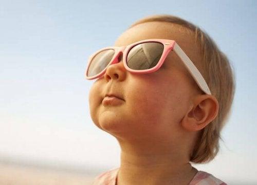 Aprende cómo proteger del sol a tu bebé