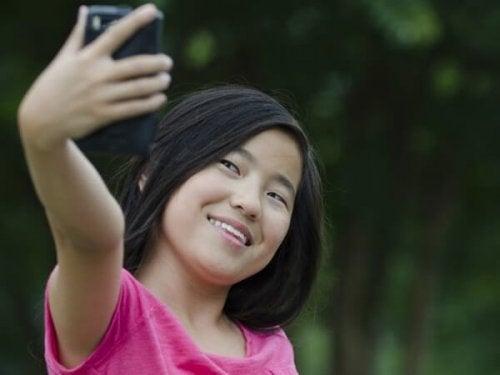 Cute-Pictures-of-Kids-taking-selfies-27