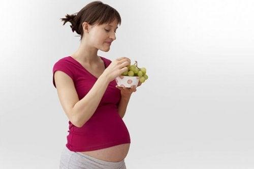 Los grandes beneficios de las uvas durante el embarazo