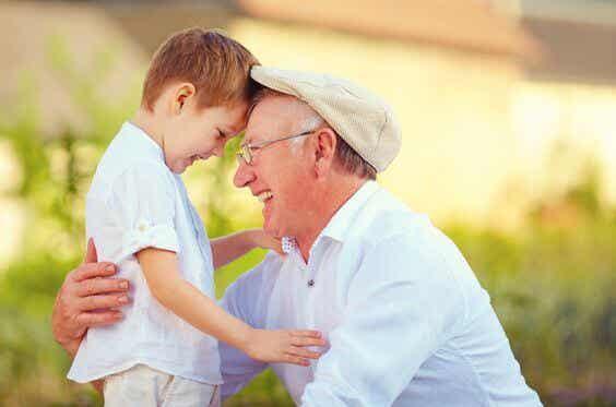 Los abuelos dejan huellas en el alma de los nietos