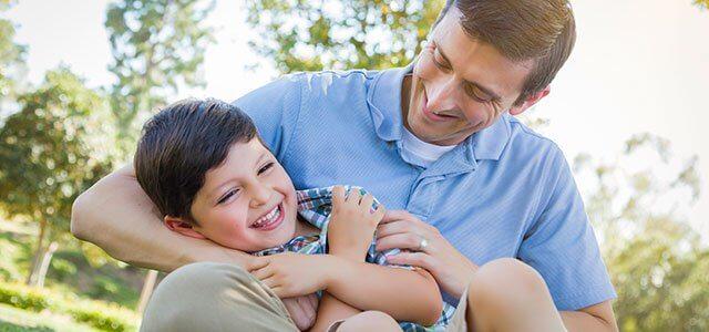 Los beneficios de las cosquillas en los niños