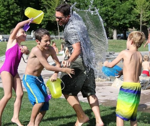 water-fight-442257_960_720