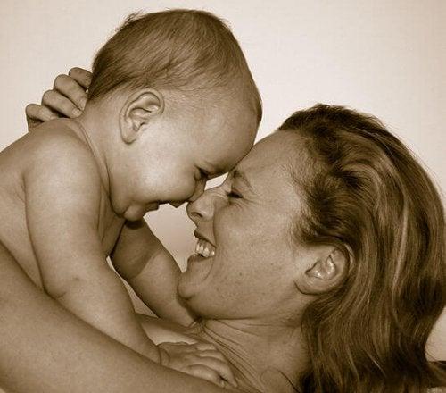 ¿Conviertes la felicidad de tu hijo en la tuya propia?