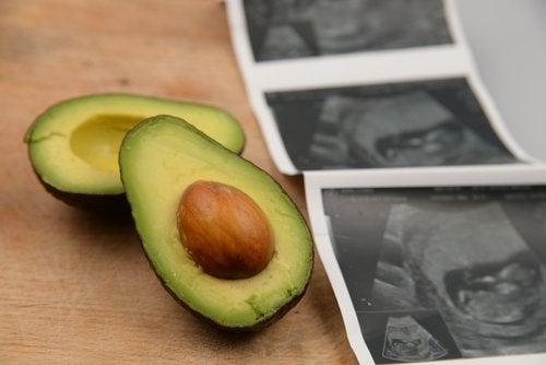 Los beneficios del aguacate en el embarazo.