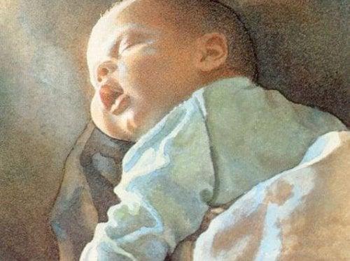 bebé disfrutando de la voz materna