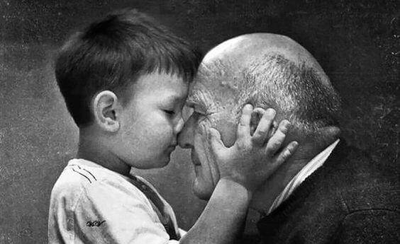 Los abuelos nunca mueren, se hacen invisibles