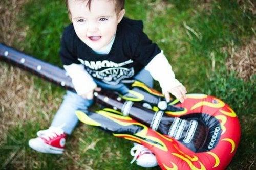 La guitarra: el instrumento capaz de despertar su inteligencia