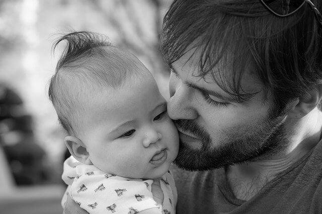 Cómo y por qué involucrar al papá en el cuidado de los hijos