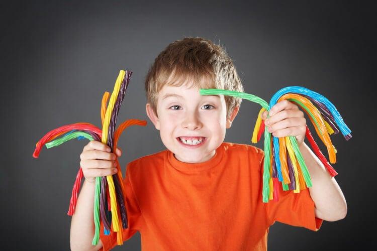 ¿Pueden los niños comer chucherías?