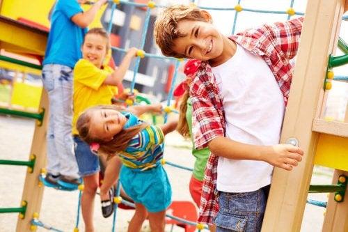 La escalada para niños se ha vuelto una fija en los parques de diversiones.
