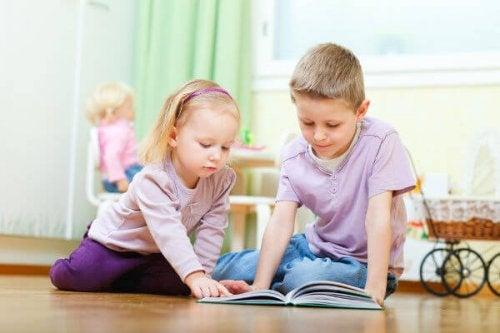 Es de suma importancia explotar los beneficios de la lectura en los niños desde pequeños.