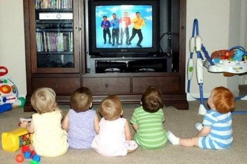 niños-y-tv