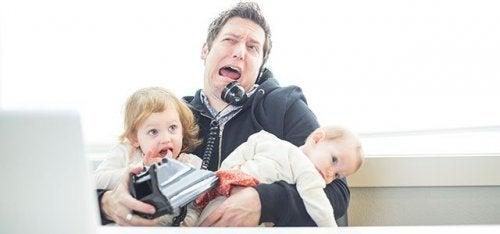 ¿Cómo divertir a los niños en lugares que no son divertidos?