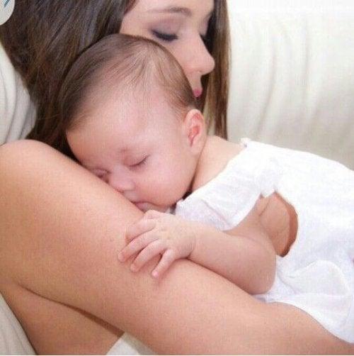 ¿Cómo tratar el reflujo del bebé?