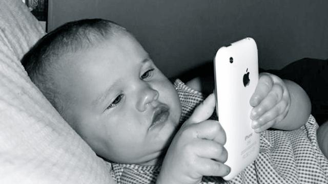 El uso excesivo del móvil puede dañar a nuestros hijos