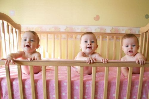 bebés en cuna