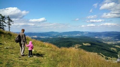 Padre e hija viviendo experiencias inolvidables