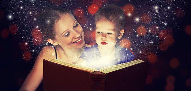 madre-lee-cuento-nino-fantasia-imaginacion-estrellas-p