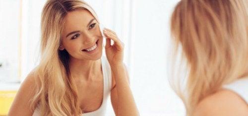 El uso de cremas es recomendable para evitar estrías después del embarazo y otros inconvenientes en la piel.