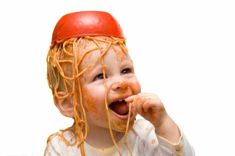 Cómo comer fuera sin que tu niño la líe