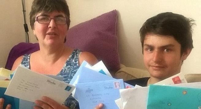 Niño autista recibe 20 mil cartas de felicitación. Descubre la triste causa