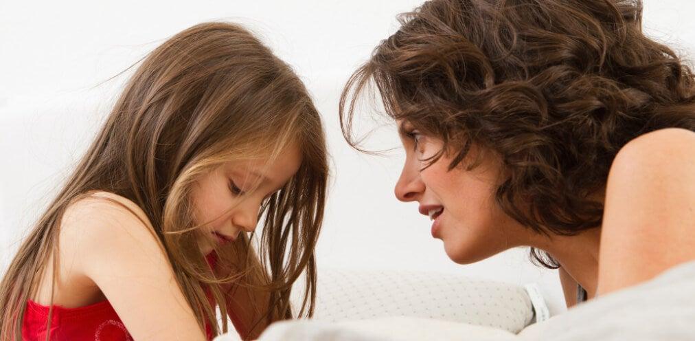 Saber escuchar a los hijos es algo que los padres muchas veces deben aprender.