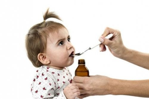 Cualquiera sea el tipo de tos de los niños, es necesario medicarlos bajo la supervisión del médico.