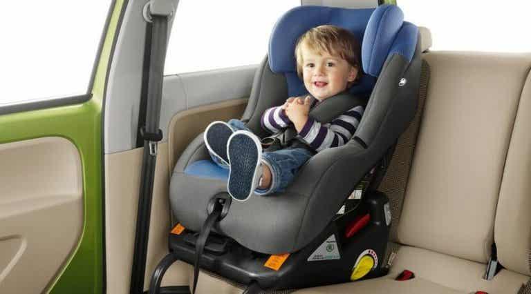 La mayoría de los padres fallan al instalar la sillita del coche
