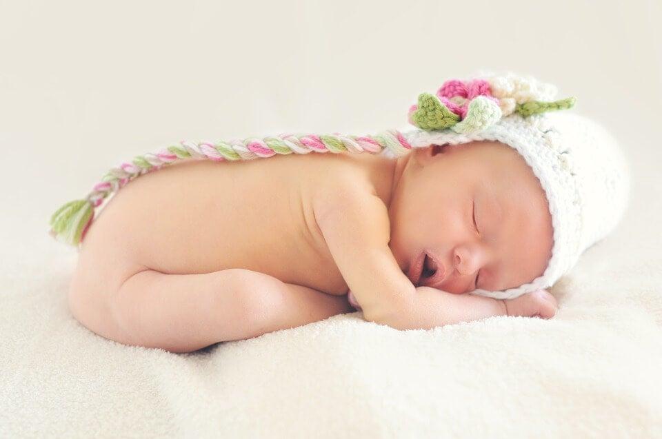 Por qué un bebé duerme todo el día