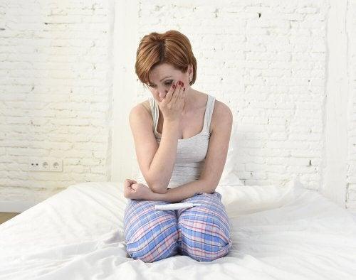 mujer triste por no embarazo