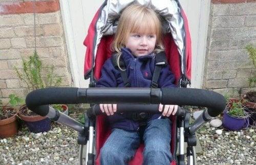 niña en carrito