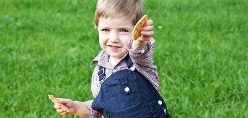 Preparar galletas caseras junto con tu hijo os hará pasar un rato feliz a los dos